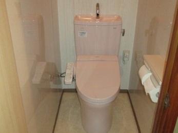 節水トイレで快適!腰壁パネルでお掃除ラクラク♪