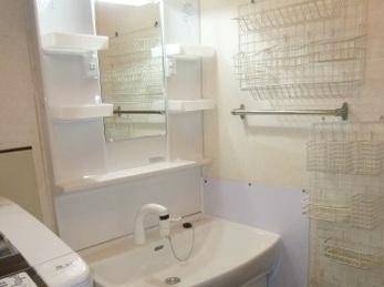 シンプルな性能でお求めやすく、お気軽に洗面化粧台を交換♪