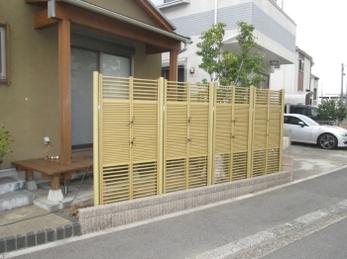 木部塗装でリニューアル♪ 樹脂製竹垣でメンテフリー♪
