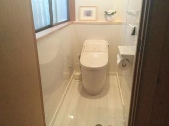 明るく掃除のしやすいトイレ。