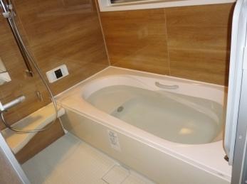 広々暖かいバスルームです!!
