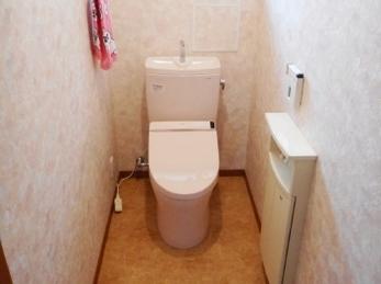 トイレも内装もピンク系で統一!かわいらしい