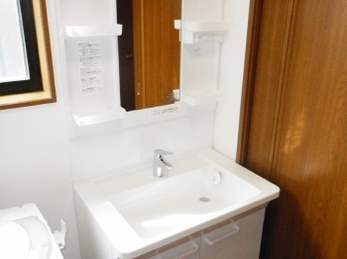 既存の馴染んだ洗面台と違和感がないように。
