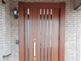 玄関ドアを一新♪