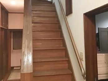 階段には手すりを付けましょう!