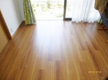 床暖房の床でも重ね貼りできます。