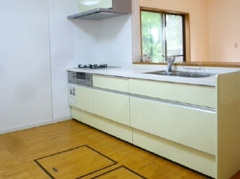 オープンな対面キッチンになりました。