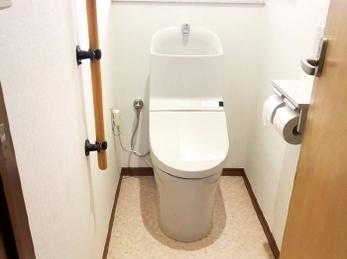 掃除のしやすい明るいトイレルーム♪