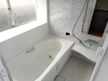 タイル造りで冬寒い浴室が温かい浴室に。