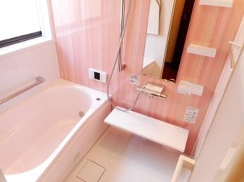 ピンク色で統一した可愛いお風呂♪