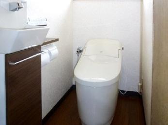 落ち着きのあるトイレ空間に生まれ変わりました。