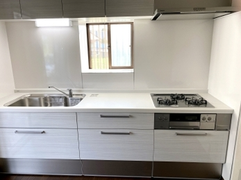 収納量UPとお掃除のしやすいキッチン