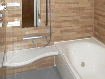 すっかり見違える快適な浴室空間へ