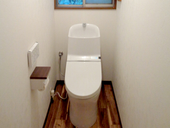 タンク一体型のトイレで空間を広々と