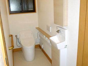 トイレと別に手洗い器を付けて使いやすく