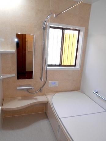暖かで快適なバリアフリーの浴室